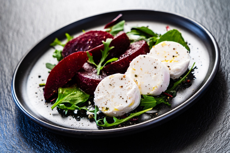 tagAlt.Caramelized Goat Cheese with Beet Salad