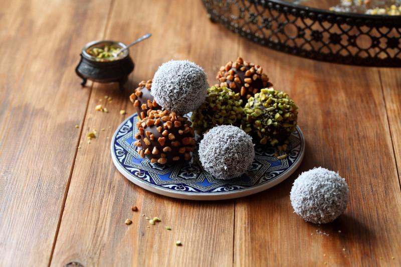 tagAlt.Festive Holiday Chocolate and Pistachio Truffles